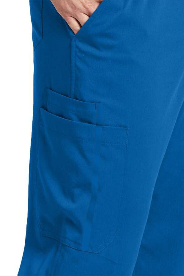 детайл от медицински панталон - страничен джоб