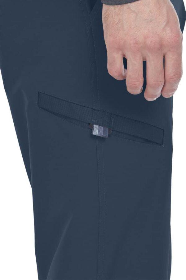 Детайл от медицински панталон