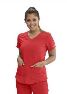 Красива лекарка в червена медицинска туника