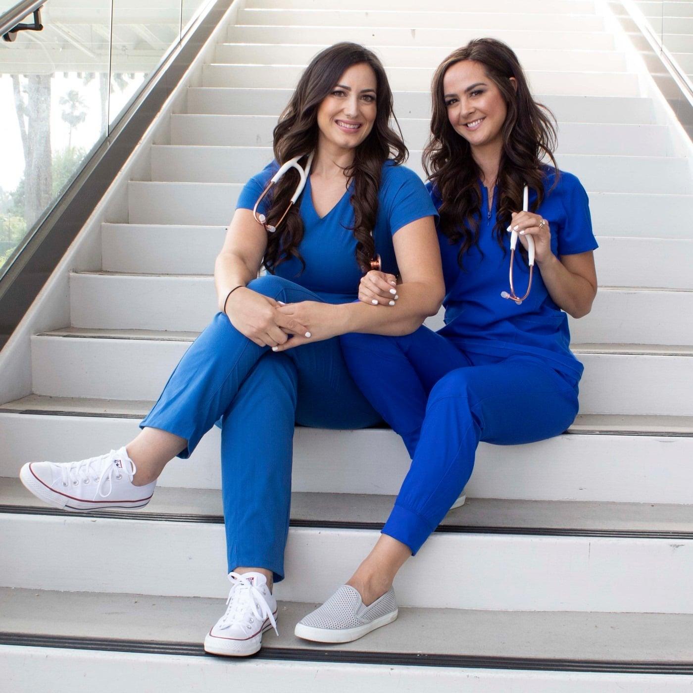 лекарки в красиво медицинско облекло
